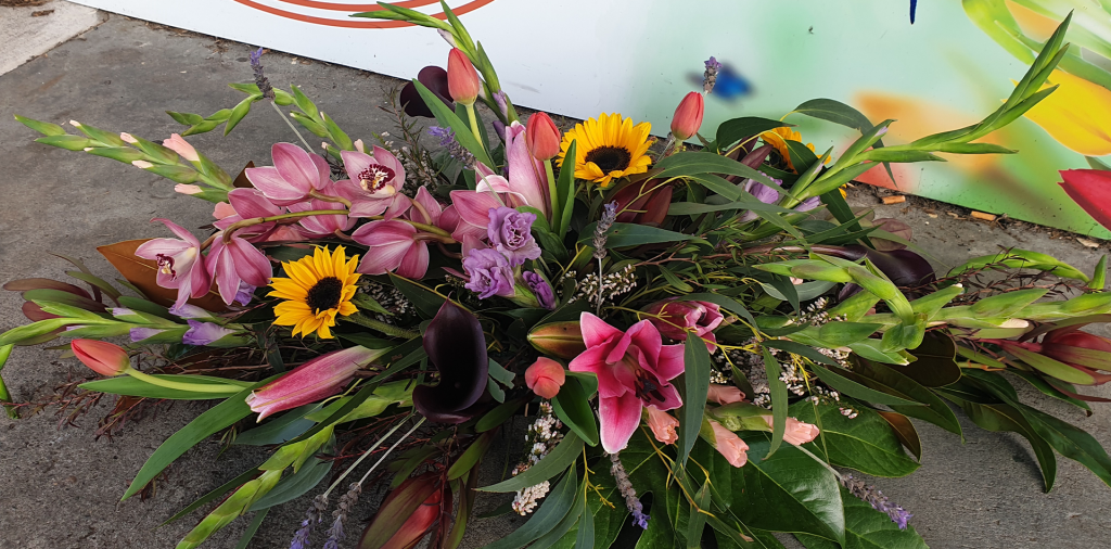 funeral-flowers-home-1